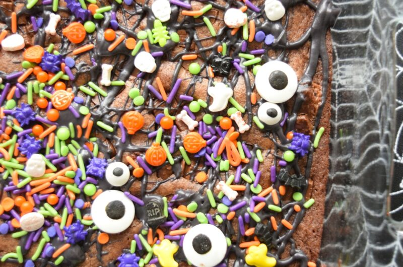 Creepy Candy Bar Brownies #Choctoberfest