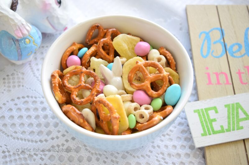 Simple Fruity Snack Mix